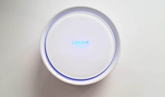 """448d801e82593a """"Składamy"""" urządzenie z powrotem i przechodzimy do instalacji aplikacji  GROHE SENSE zainstalowanej na naszym telefonie."""